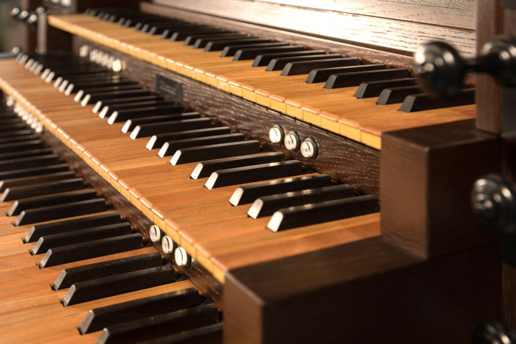 Learn everything about electronic organs: for home and